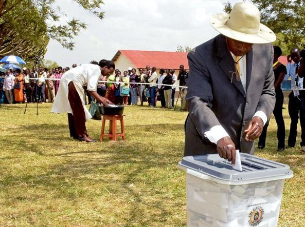 Museveni al seggio: 15 milioni di ugandesi erano chiamati a votare